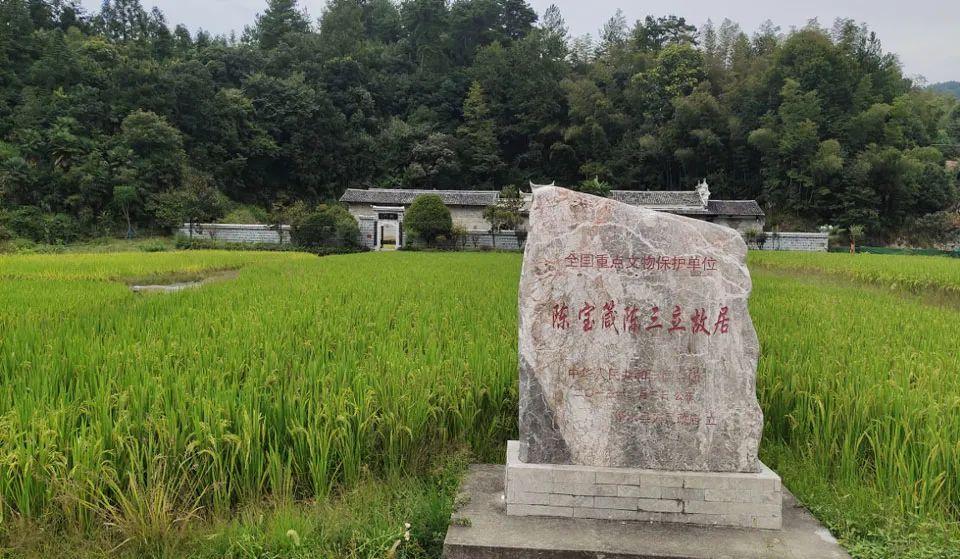 ▲陈家大屋前方是一片稻田,两百余年间沧海桑田,这里的炊烟一直没有中断。 (南方周末记者 李在磊/图)