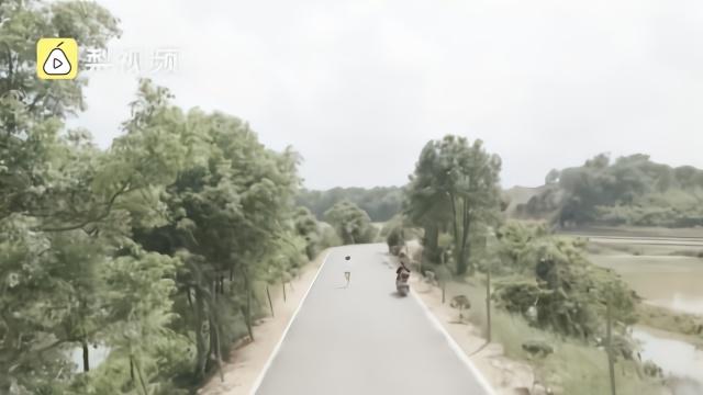 #12岁女孩每天跑步妈妈骑摩托陪练#:梦想是成世界冠军