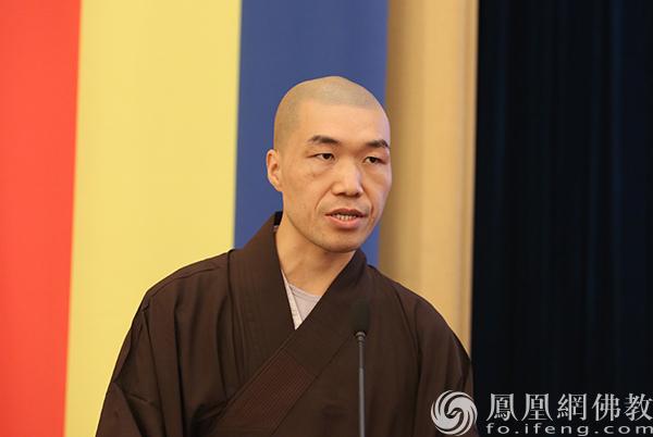 新生代表2020级研究生宗明同学发言(图片来源:凤凰网佛教 摄影:普陀山佛教协会)