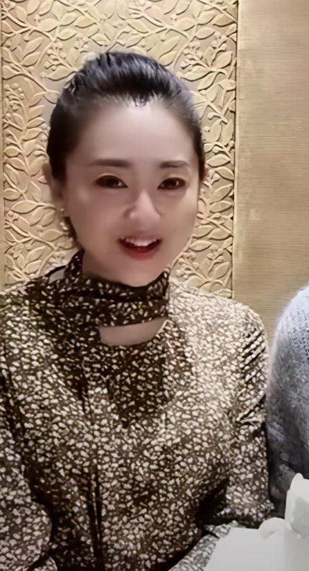 月亮姐姐为43岁李梓萌在线征婚 后者素颜出镜依旧精致 八卦 第2张
