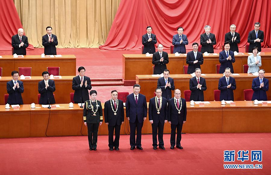 【免费夫妻大片在线看搜索优化】_高下立判:中国表彰抗疫英雄,而特朗普在炒人、排挤专家