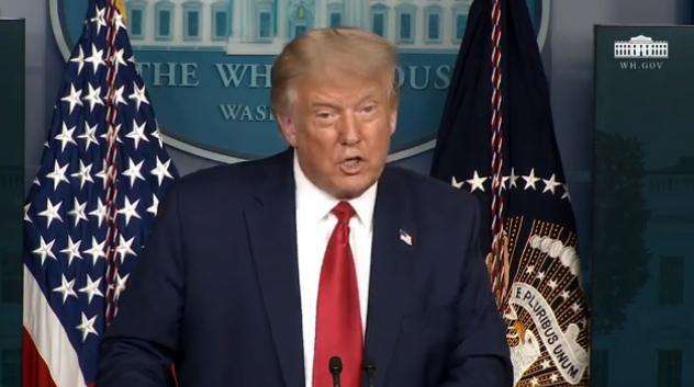 特朗普在16日的白宫新闻记者会上。