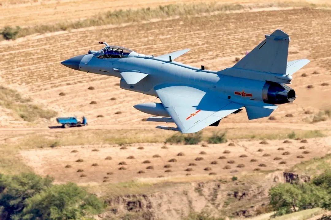 巴基斯坦军迷如何评价歼10?观点几乎一致,想替代F16仍需10年
