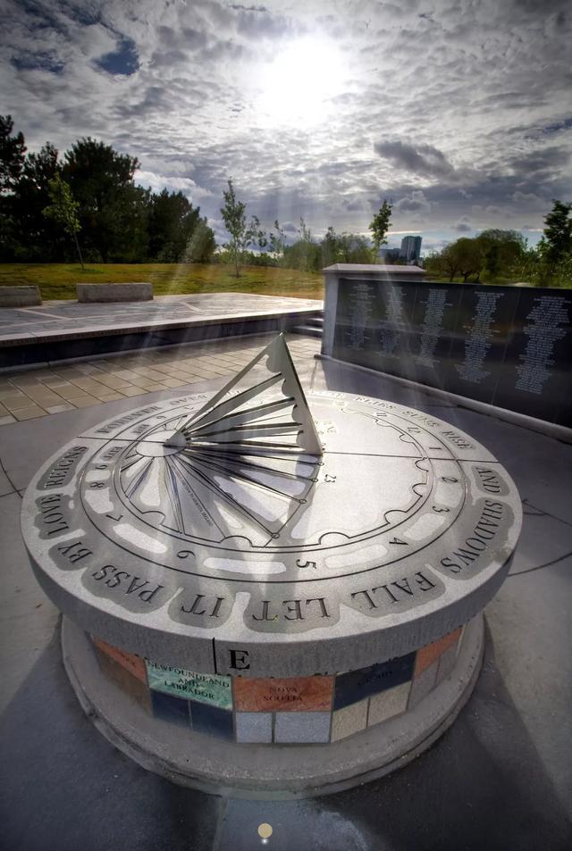 (坐落于多伦多的印航182号航班空难纪念碑)