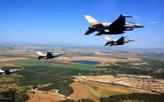 以色列战斗机入侵黎巴嫩低空飞行,模拟对一城市发动空袭