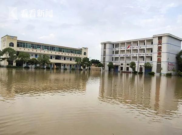 【彩乐园3官网】_机智!洪水涌进学校教室 他们用垃圾桶抢救出中考资料