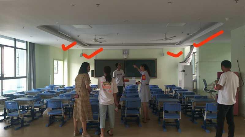 教室内紫外线灯的位置  家长供图