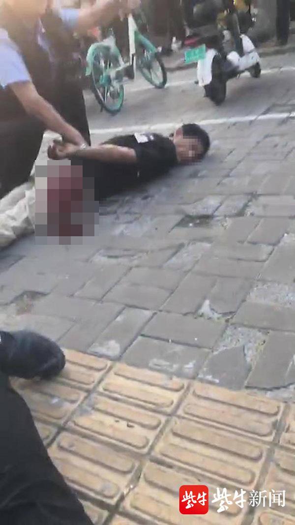 【百度恶意点击软件】_江苏1名袭警嫌犯曾因盗窃、强奸、强制猥亵等罪多次获刑