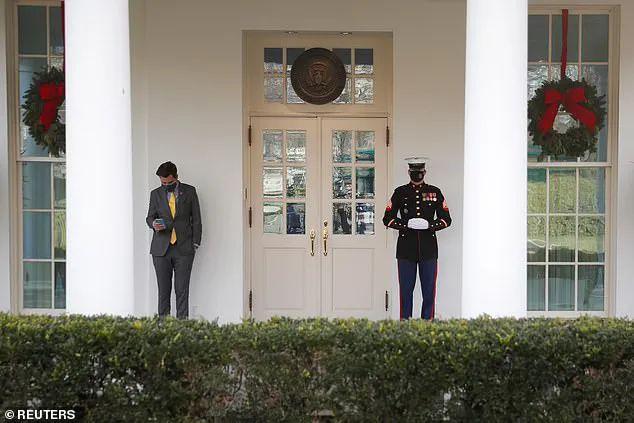 """特朗普多次白宫""""密会""""憋大招?离任前疯狂特赦,名单暴露三大目标"""
