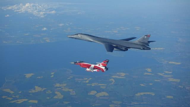 穿对马海峡绕飞日本,美军B-1B轰炸机本月第5次出现台湾周边