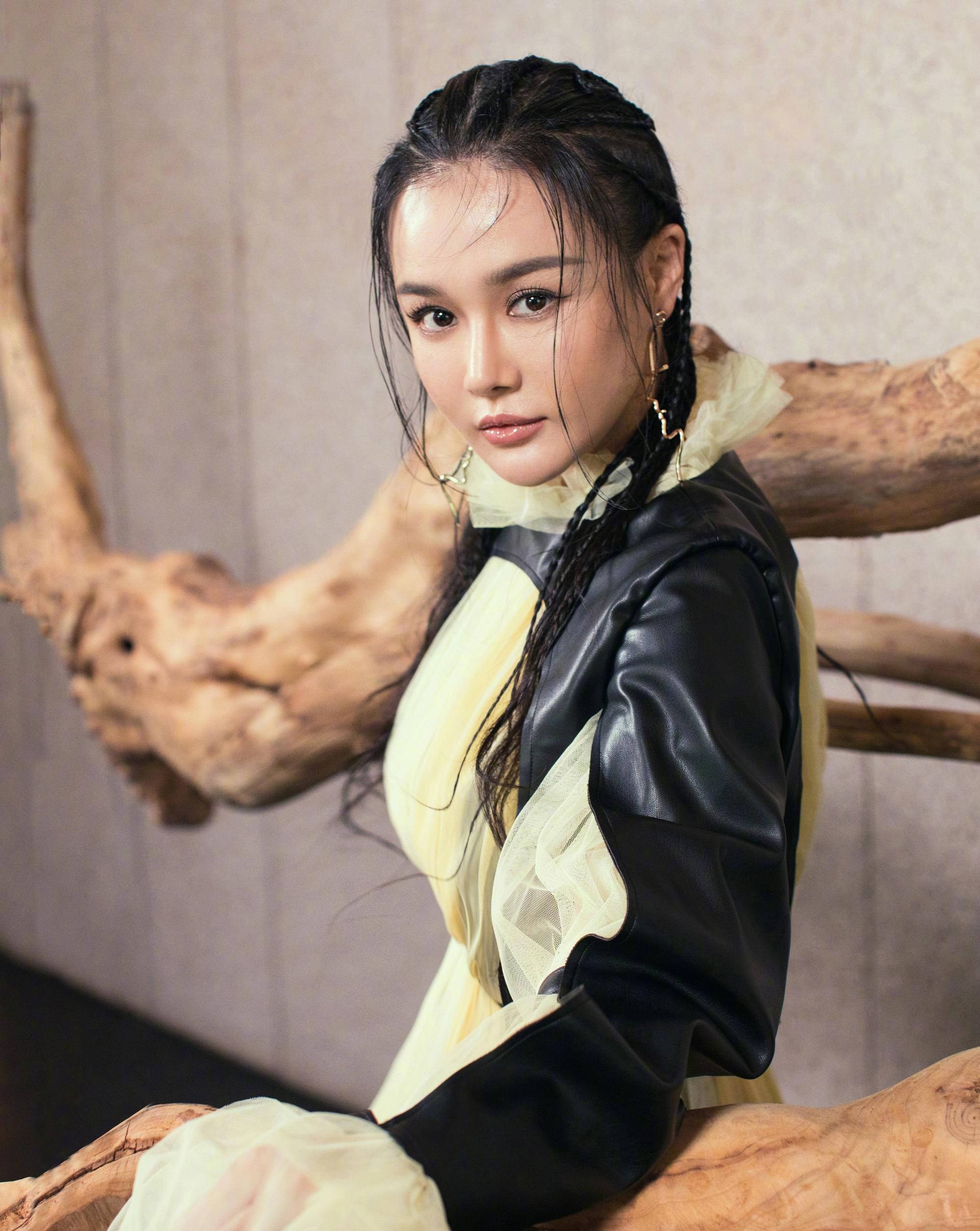 冉莹颖换新发型吸引邹市明,丰满身材致中国拳王体能衰败