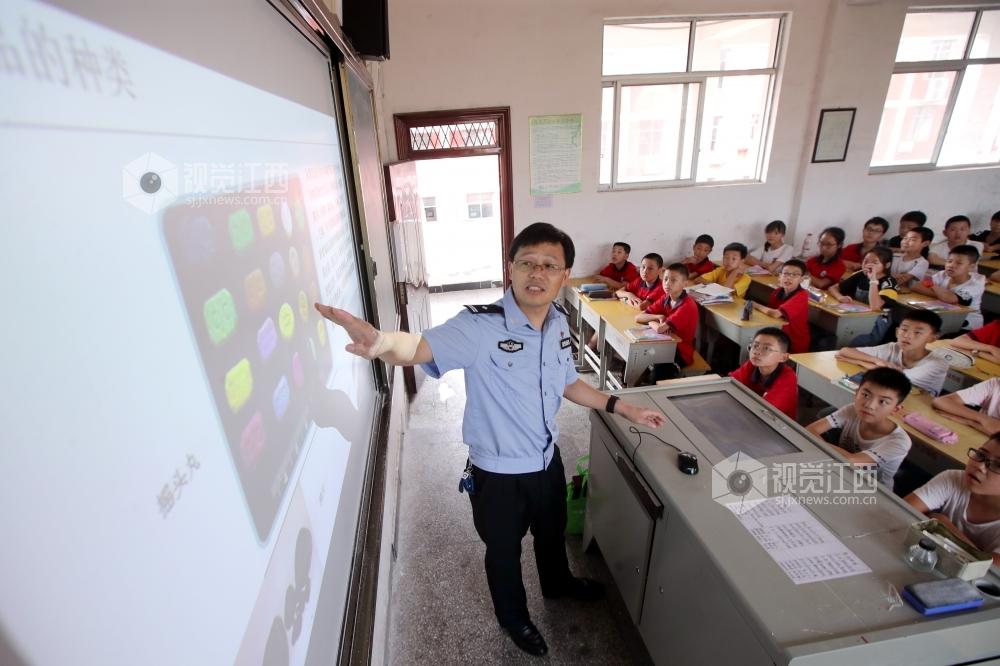 江西峡江:禁毒教育进校园 峡江中学校园