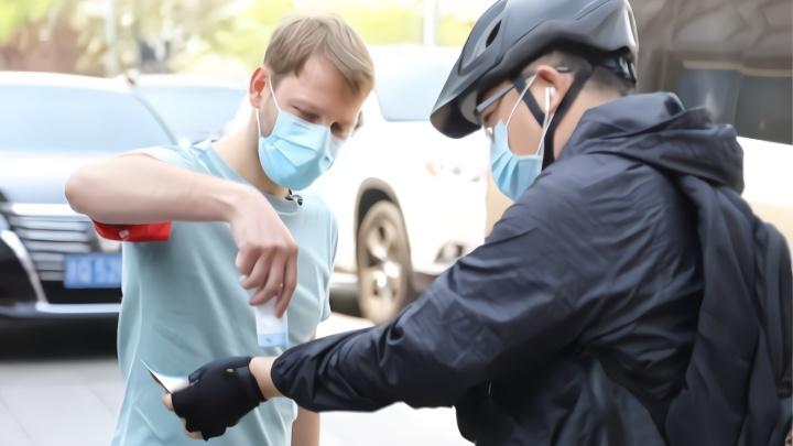 捷克小伙胡同做防疫志愿者:中国做得很好 我不怕