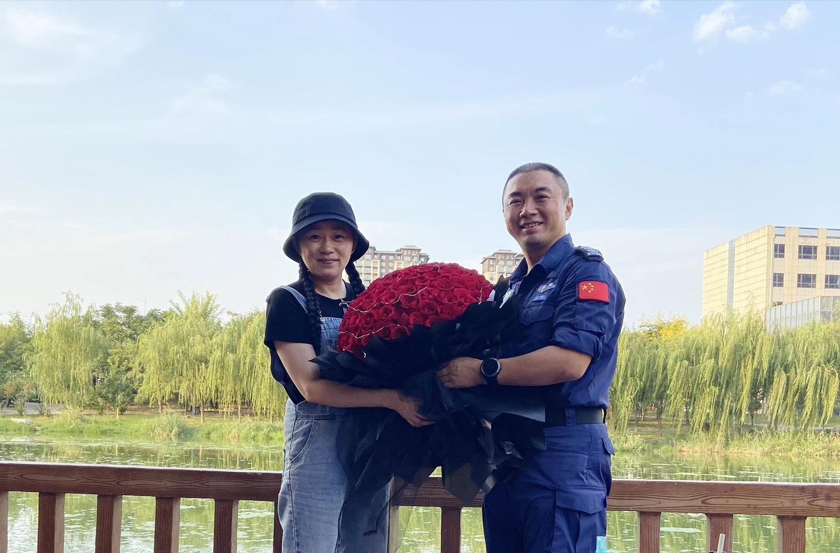 王刚与妻子红豆在今年9月9日共同度过13周年结婚纪念日。 本文图片均为受访者供图