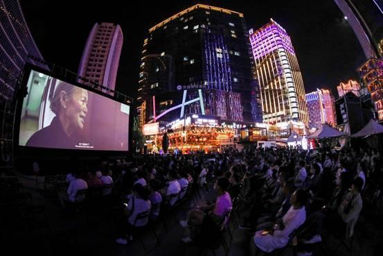 助力FIRST青年电影展,海信运11台电视上青藏高原