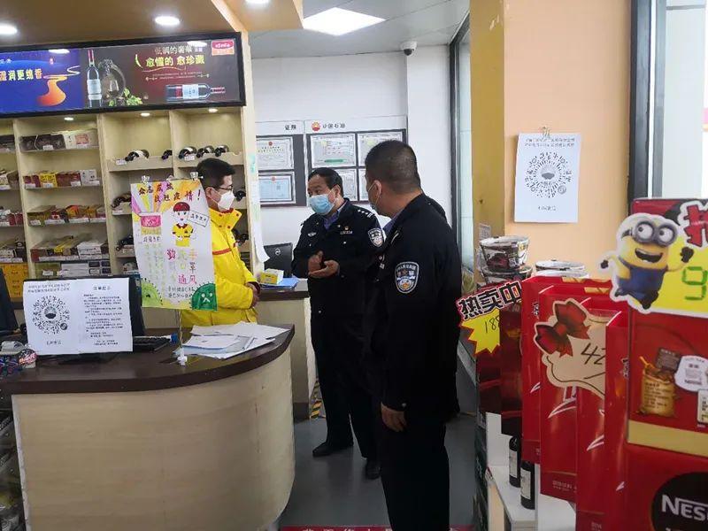 桐通公讯分局车站派出所对辖区加油站开展宁静检查。 某某工商分局开