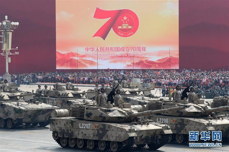 2019年10月1日,新中国成立70周年阅兵式上,15式轻型坦克首次亮相。图源:新华网