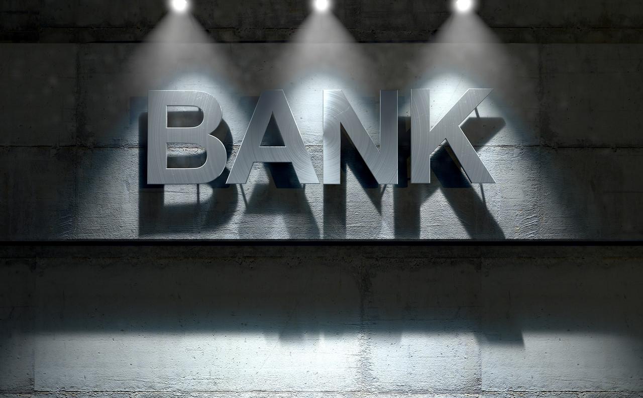 """严禁银保机构违规参与场外配资、严厉打击资金空转和违规套利,银保监会周末表态督促引导资金""""脱虚向实"""""""