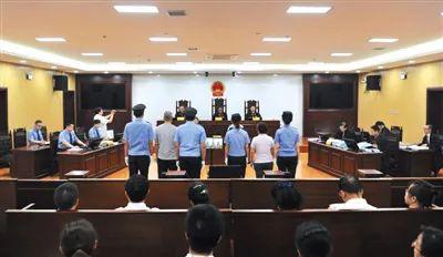 ▲哈尔滨市中级法院,张明杰涉嫌贪污、受贿、滥用职权案庭审现场。图/新京报网