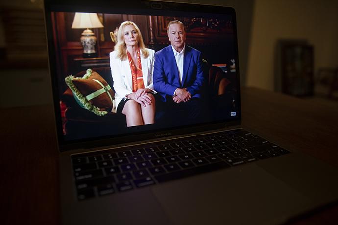 共和党大会播放麦克洛斯基夫妇的讲话视频。