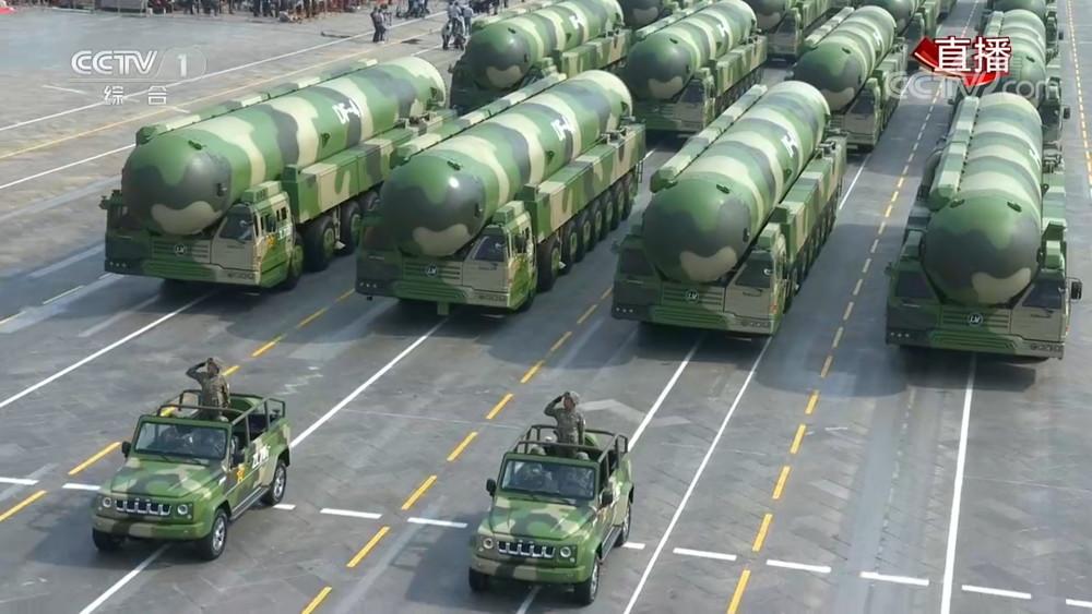 阅兵式上首次亮相的东风-41导弹