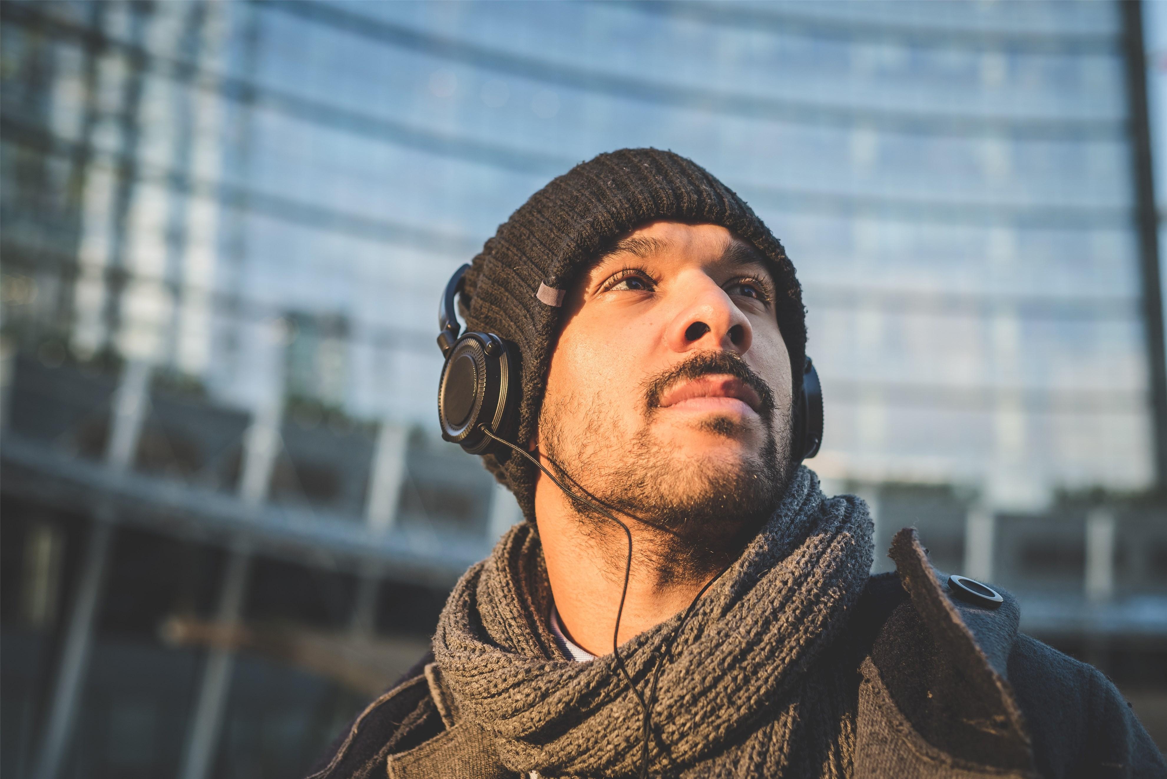 厂商 CES上TWS耳机大爆发:手机厂商和耳机厂商正戴着镣铐斗舞