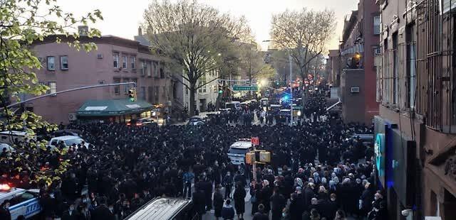 """纽约市长亲自监督驱散人群 结果被指""""反犹""""(图)"""