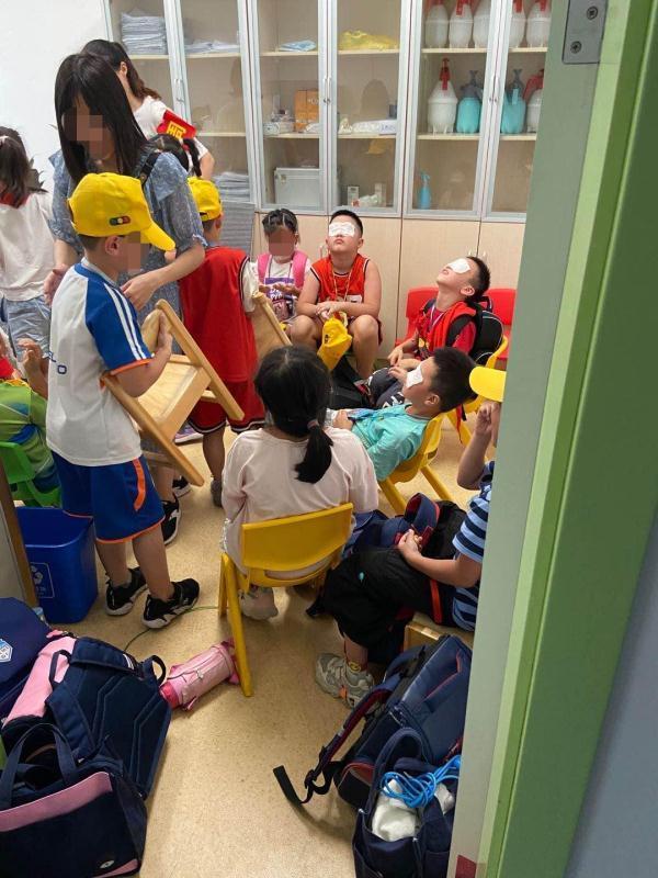 【常州楼凤验证】_杭州一小学误开紫外线灯致上百名学生眼睛灼伤,校方称正调查
