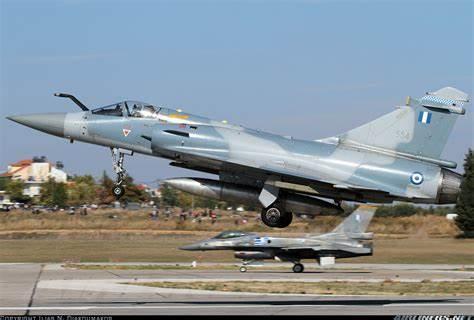 如何对付一架F-16,各国飞行员这样说……