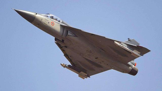 虎口拔牙!印度欲凭借国产战机,抢夺俄罗斯武器出口市场