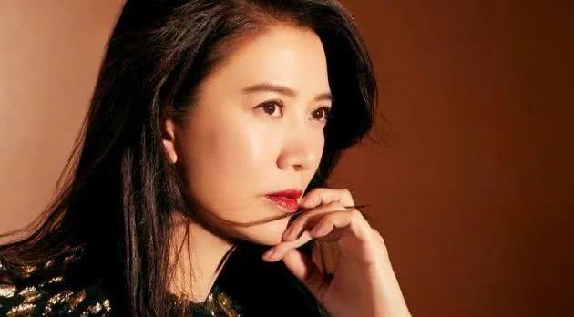 """<b>香江美人传奇:被周润发赞有天赋的""""冰美人""""阿珂,现在如何了?</b>"""