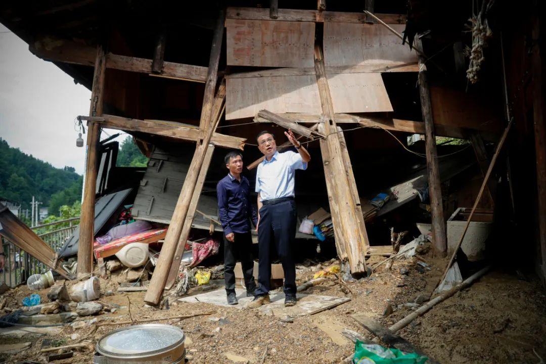 【piikee】_李克强在贵州铜仁大山深处走访看望受灾贫困户