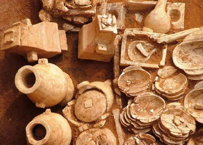 上图_ 合浦汉墓群 出土的文物