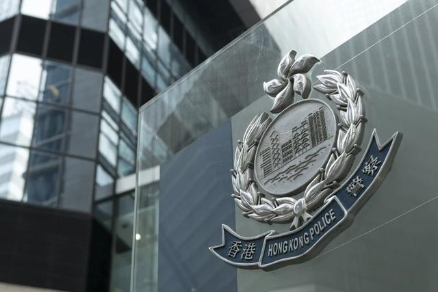 港警缴获4箱子弹,逮捕一名涉案美国飞行员