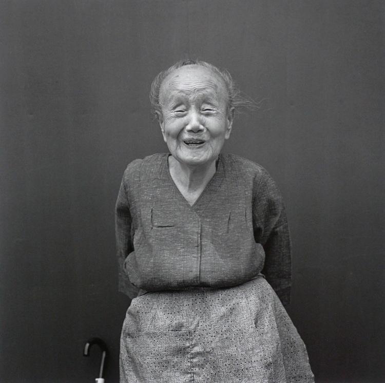 《Persona》系列作品-一个微笑的老妇人,1986年