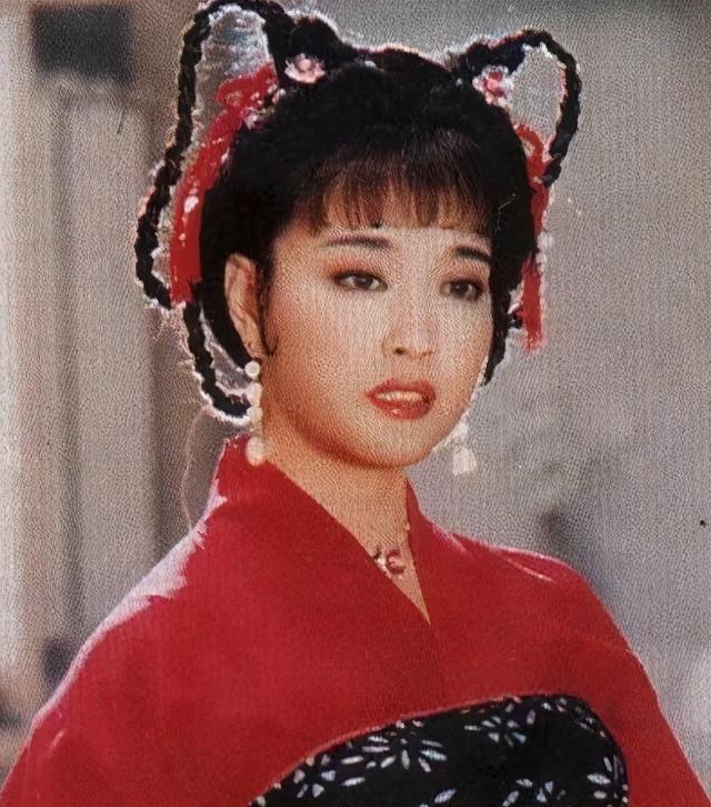 刘晓庆再演少女_一身红衣婀娜,为答谢观众跪地 八卦 第11张