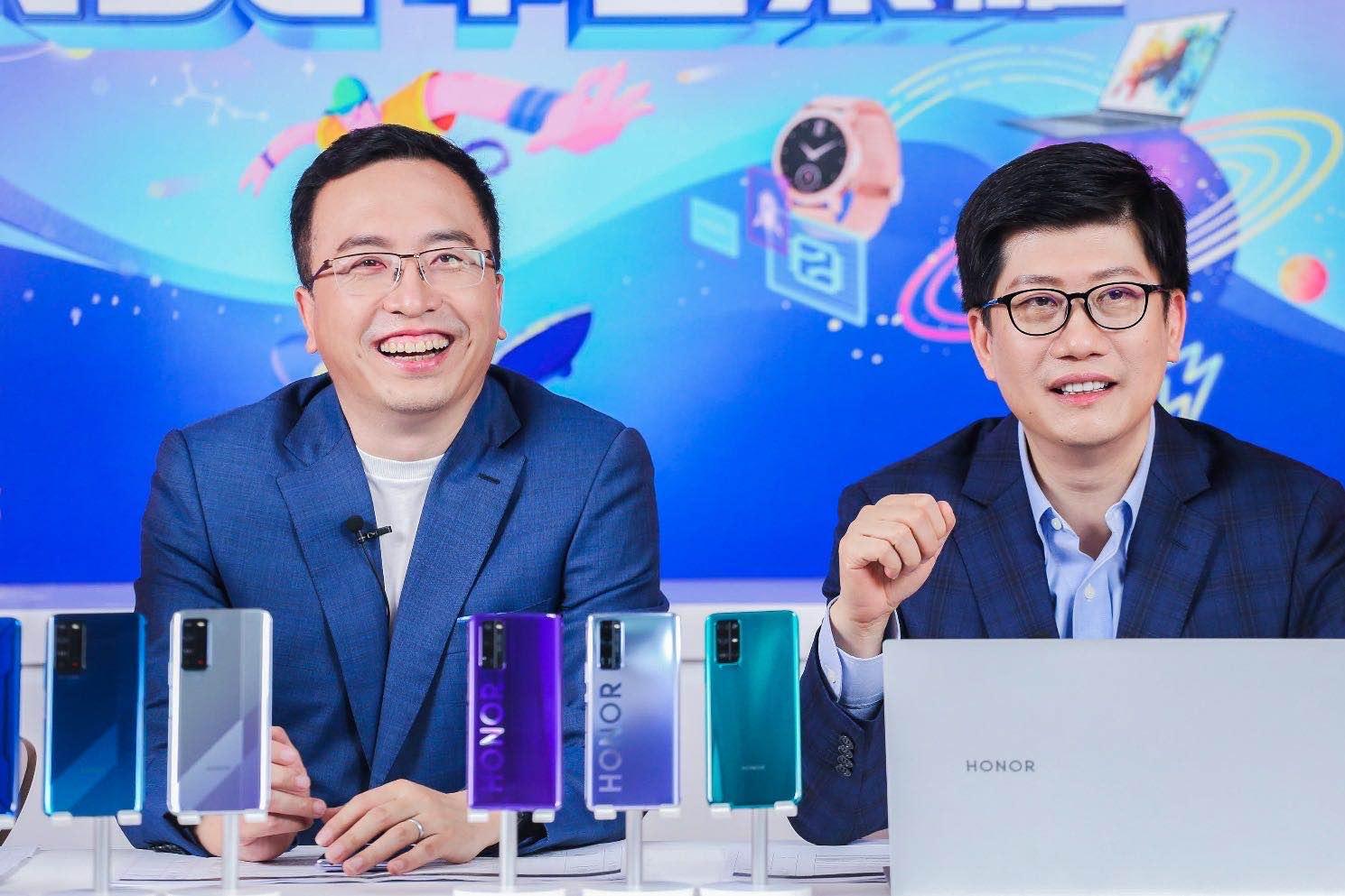 经济学者薛兆丰对话荣耀总裁赵明:兼顾性能和差异化特色是5G最好打开方式插图
