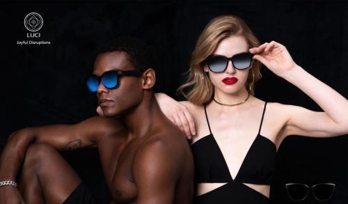 活成MV主角模样,LUCI智能音频眼镜重新定义街头时尚