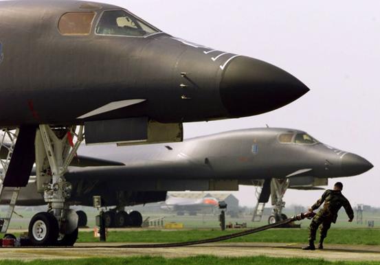 在中印紧张局势中,美空军B-1B和B-52轰炸机在旁窥伺