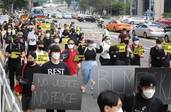 【网络营销高手】_抗议美国种族歧视,韩国人也上街了