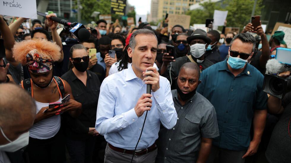 """加切蒂在抗议活动中讲话,支持""""黑人的命也是命""""抗议活动。图源:路透社"""