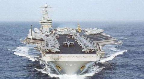 美国两军舰为躲病毒,孤悬海上5个多月,水手们闲得吃海滩野餐