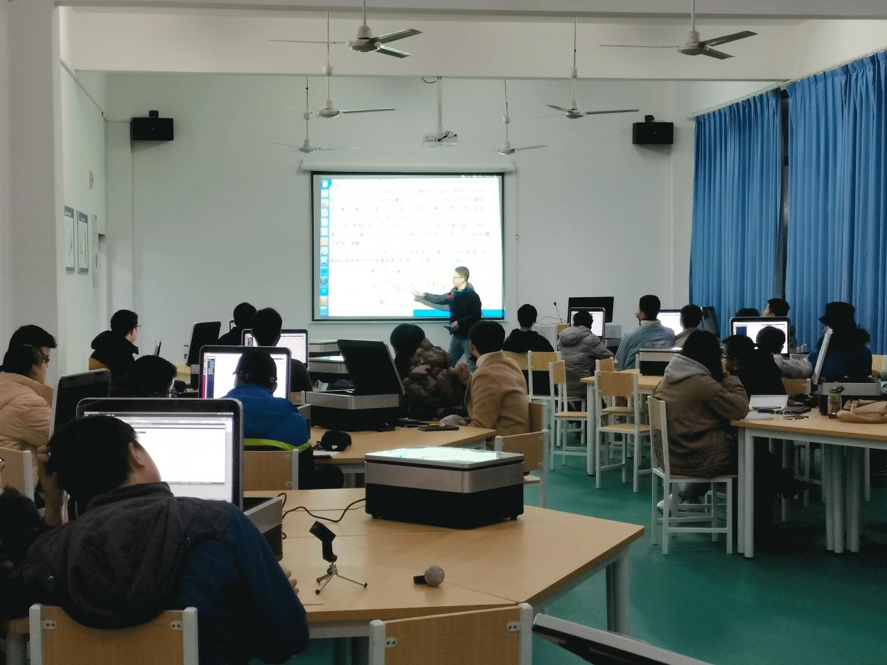 维识教育科技助力黄冈师范学院人工智能与机器人实训班顺利开班
