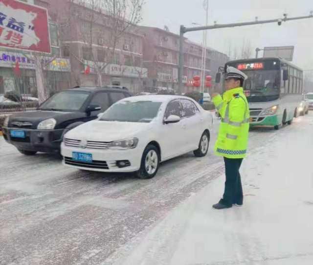 以雪为令,广平交警全力做好春运交通保