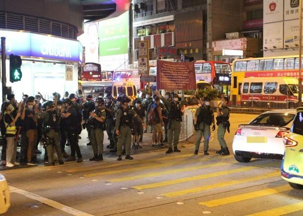【泰州快猫网址】_香港又有人非法集结,港警举蓝旗、紫旗警告