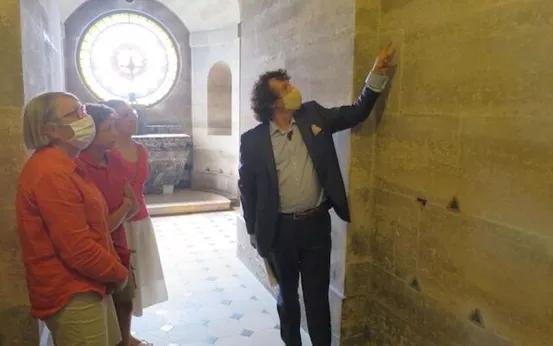 法国男子查看墙壁发现一道裂缝,里面竟藏有500具人体遗骸