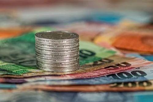 7月新增人民币贷款不足万亿,信用收缩显现?