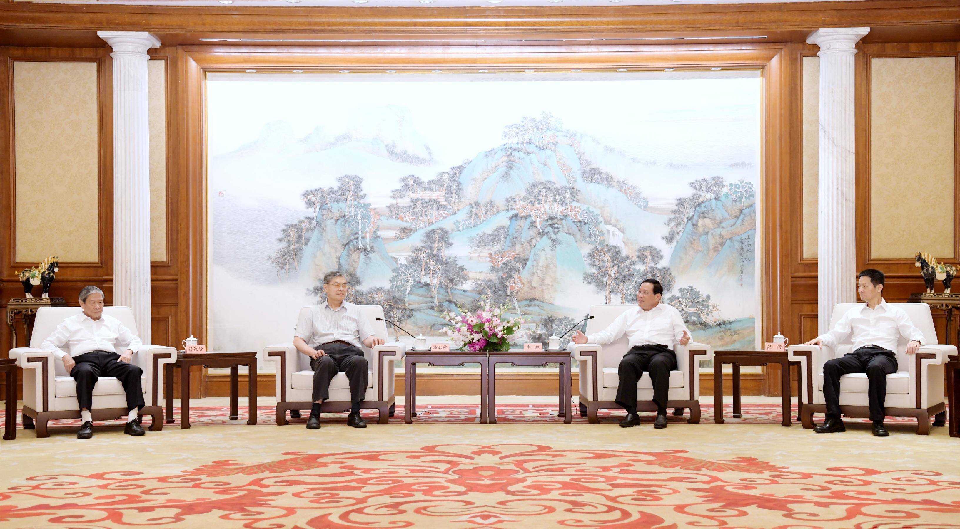 更好助力上海打造人工智能高地,李强会见这个领域的学术大咖