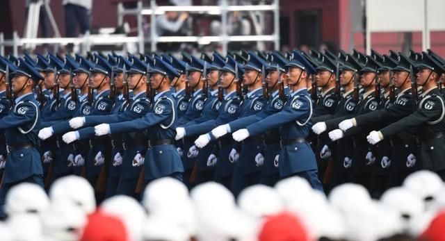 2019年国庆阅兵式上的预备役部队方队(图源:新华社)