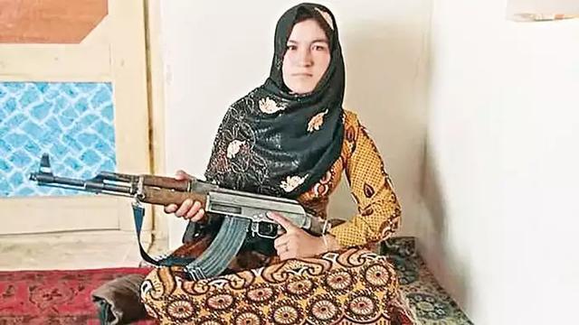 【搜索引擎怎么优化】_阿富汗女孩目睹双亲遇害后打死三名塔利班,背后还有个心酸故事